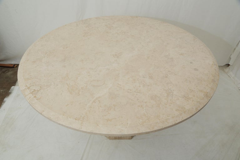 Italian Mid-Century Modern Beige Travertine Round Dining Table, Center Table or Gueridon For Sale