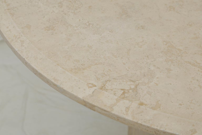 Mid-Century Modern Beige Travertine Round Dining Table, Center Table or Gueridon In Good Condition For Sale In Miami, FL
