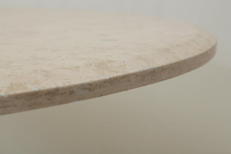 Mid-Century Modern Beige Travertine Round Dining Table, Center Table or Gueridon For Sale 1