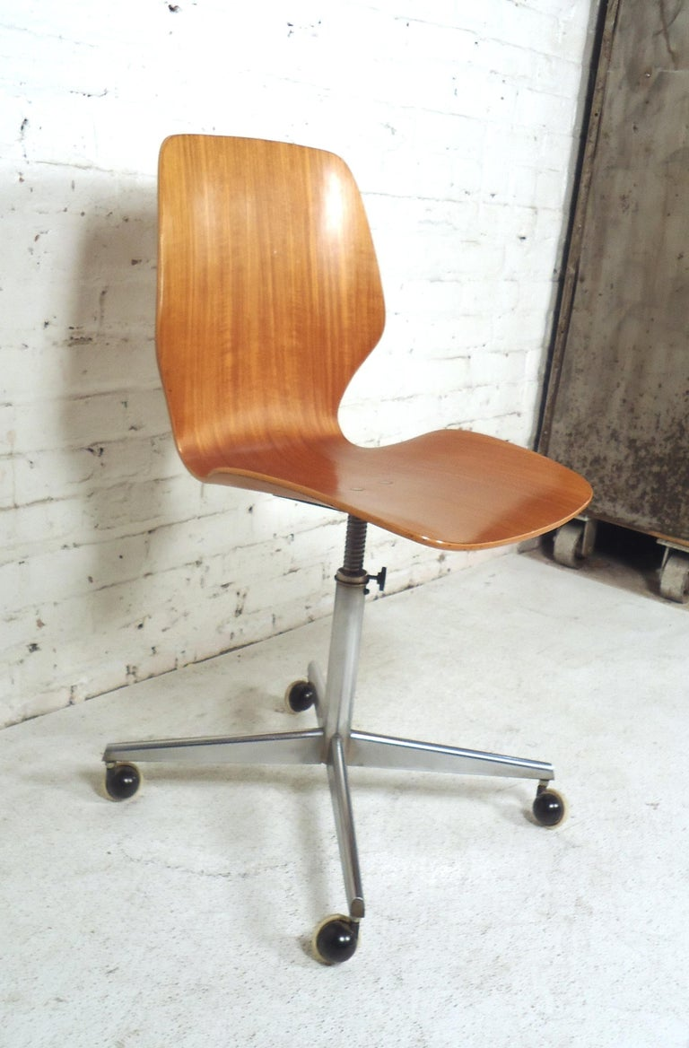 Mid-20th Century Mid-Century Modern Bentwood Desk Chair For Sale