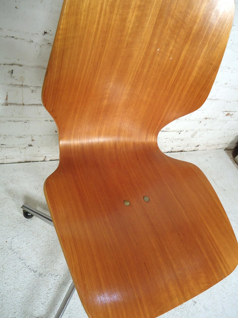 Mid-Century Modern Bentwood Desk Chair For Sale 1
