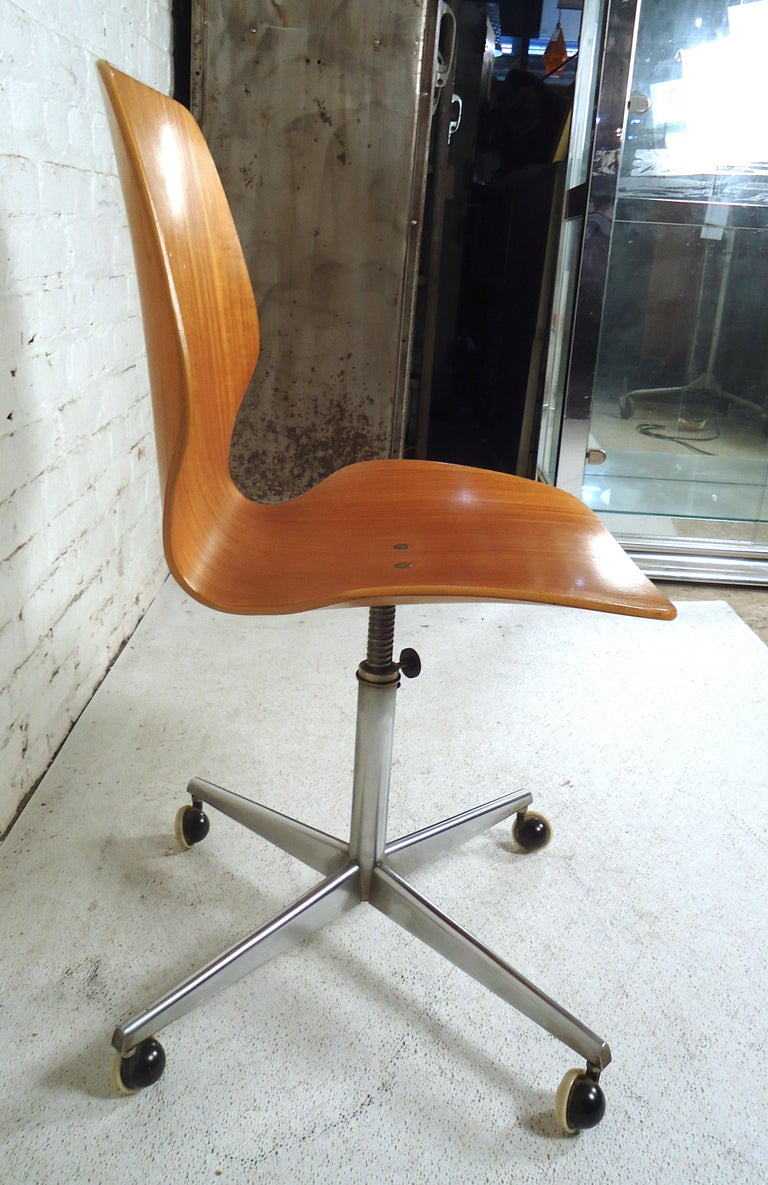 Mid-Century Modern Bentwood Desk Chair For Sale 2