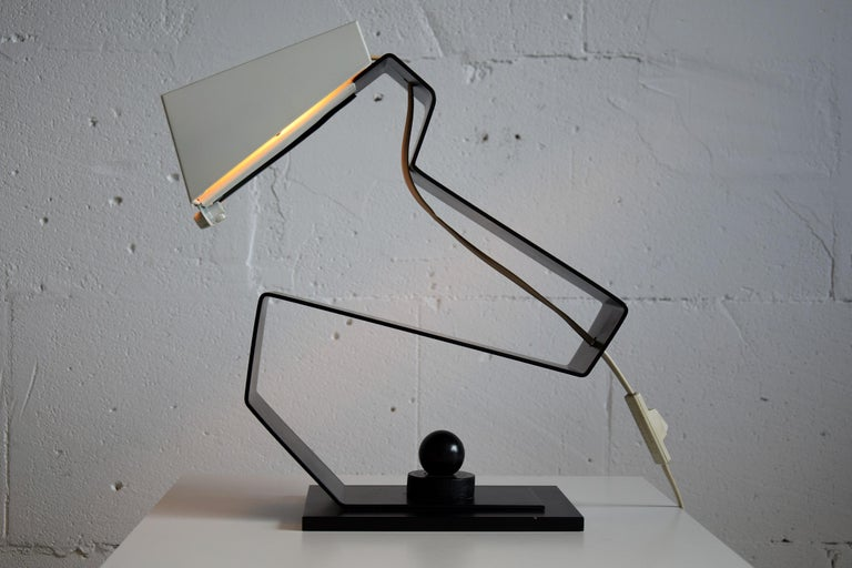 Mid-Century Modern Black and White Table Desk or Nightstand Lamp For Sale 1