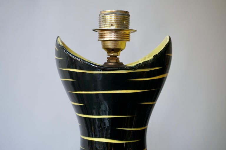 Mid-Century Modern Black and Yellow Ceramic Table Lamp, 1950s In Good Condition For Sale In Antwerp, BE