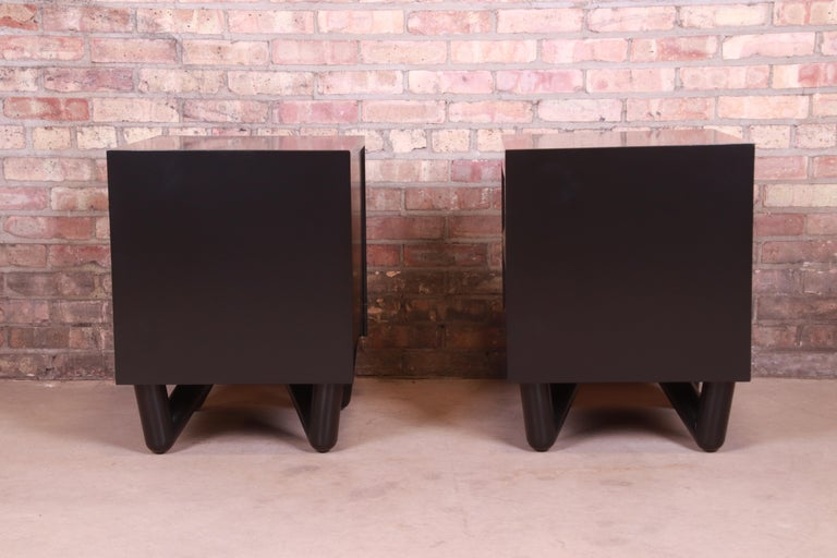 Mid-Century Modern Black Lacquered Nightstands, Newly Refinished For Sale 5