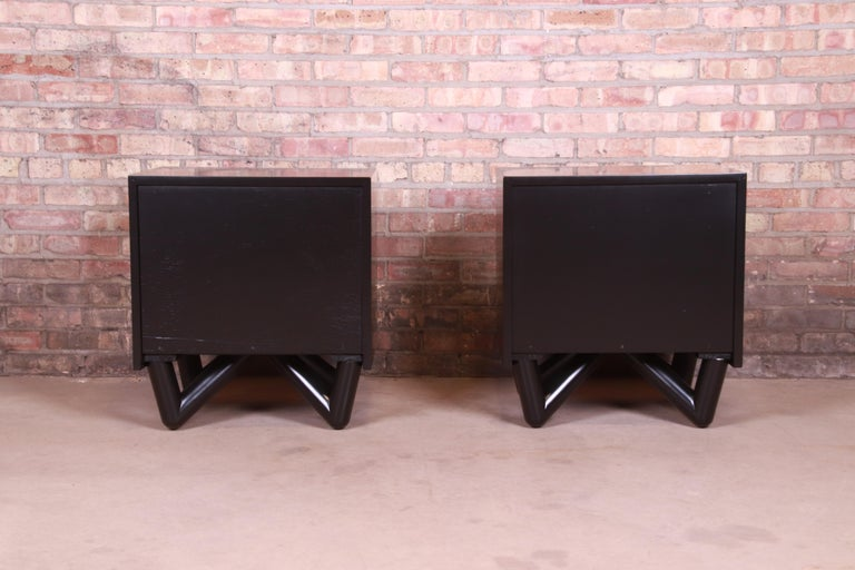 Mid-Century Modern Black Lacquered Nightstands, Newly Refinished For Sale 6