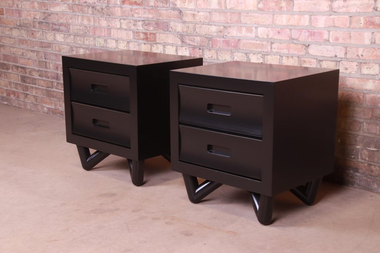 A gorgeous pair of Mid-Century Modern nightstands
