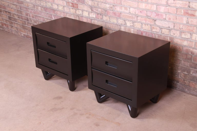 Mid-Century Modern Black Lacquered Nightstands, Newly Refinished In Good Condition For Sale In South Bend, IN