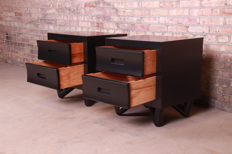 Mid-Century Modern Black Lacquered Nightstands, Newly Refinished For Sale 1