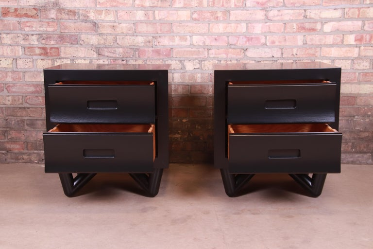 Mid-Century Modern Black Lacquered Nightstands, Newly Refinished For Sale 2