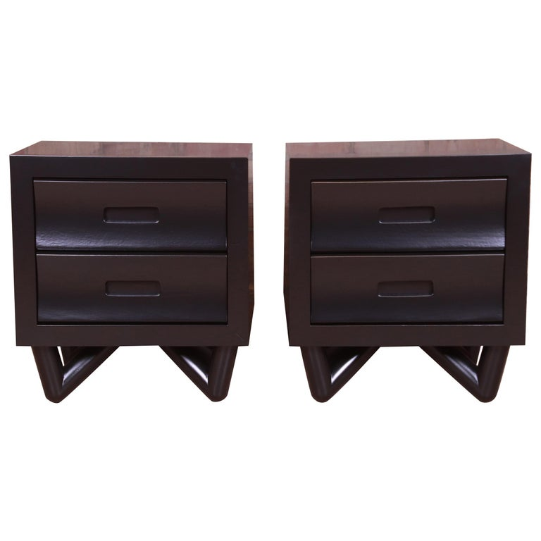 Mid-Century Modern Black Lacquered Nightstands, Newly Refinished For Sale