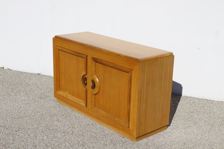 American Mid-Century Modern Blond Sideboard Cabinet Attributed to Paul Laszlo For Sale