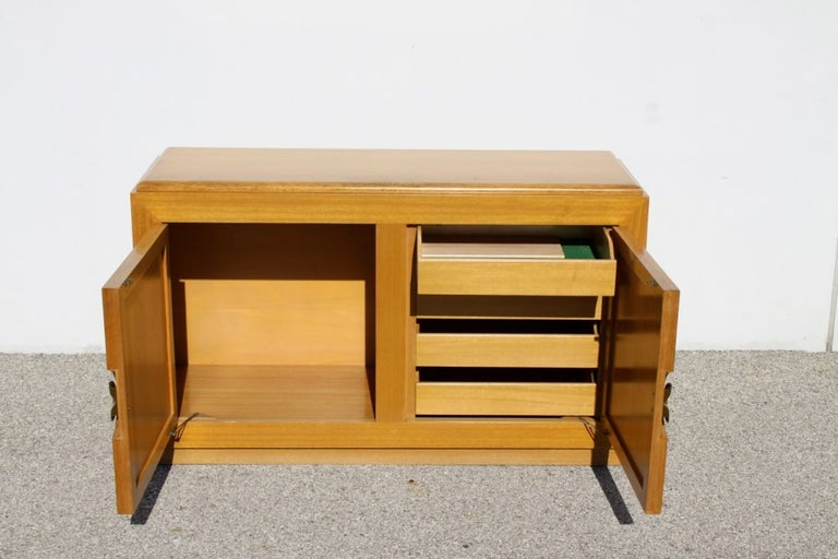 Mid-Century Modern Blond Sideboard Cabinet Attributed to Paul Laszlo In Good Condition For Sale In St. Louis, MO