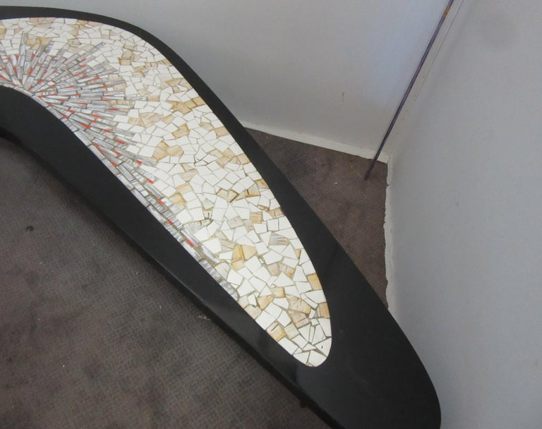 Mid-Century Modern Boomerang Coffee Table with Mosaic Tile Top In Good Condition For Sale In New York, NY
