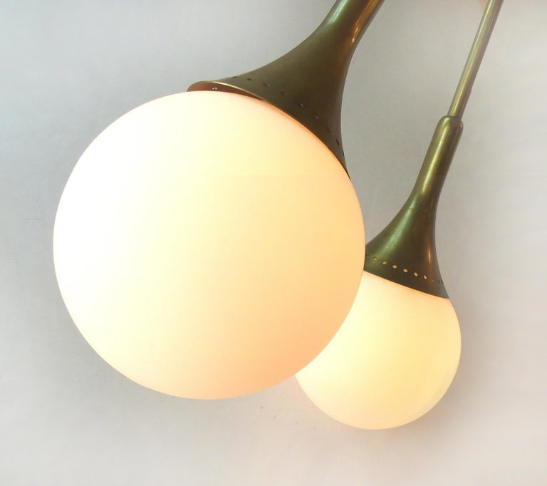 Mid-Century Modern Brass and Glass Sputnik Chandelier In Excellent Condition For Sale In Miami, FL