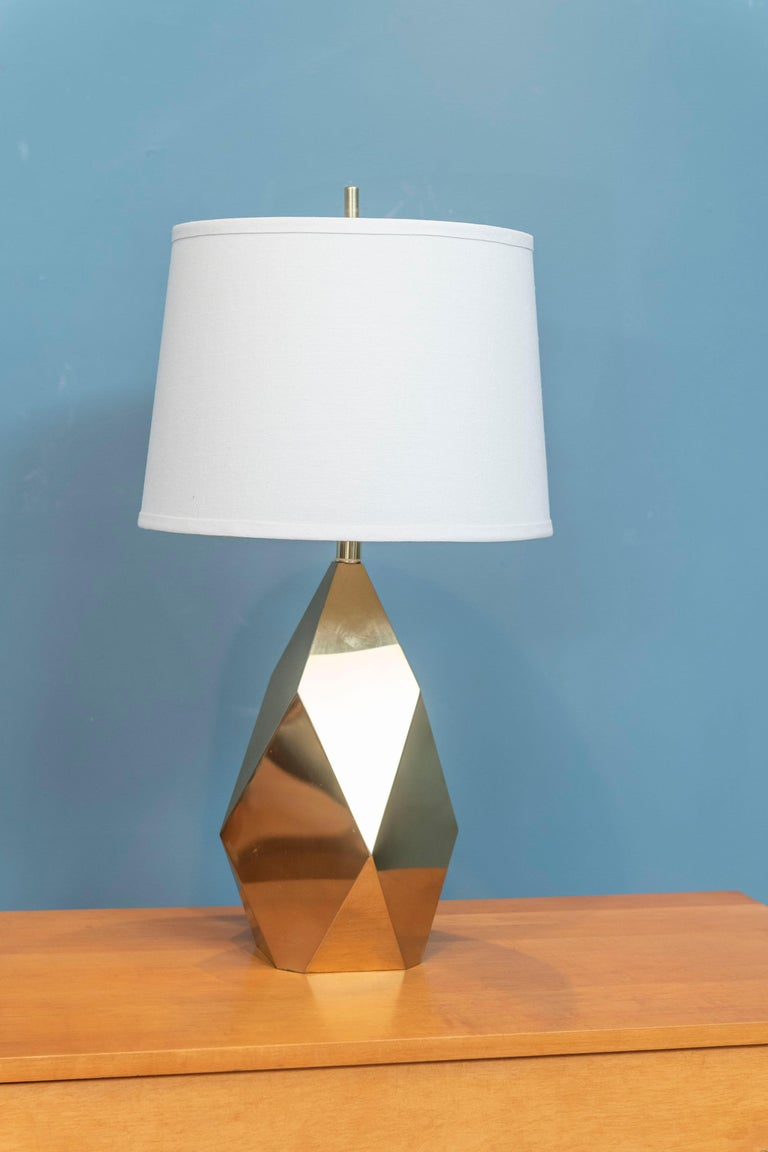 Mid-Century Modern brass faceted diamond motif table lamp. Good quality designed lamp ready to be enjoyed.