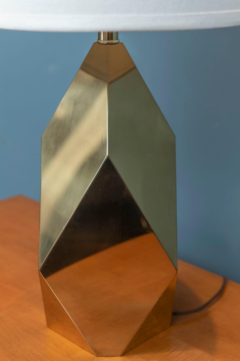 Mid-Century Modern Brass Faceted Lamp In Good Condition For Sale In San Francisco, CA