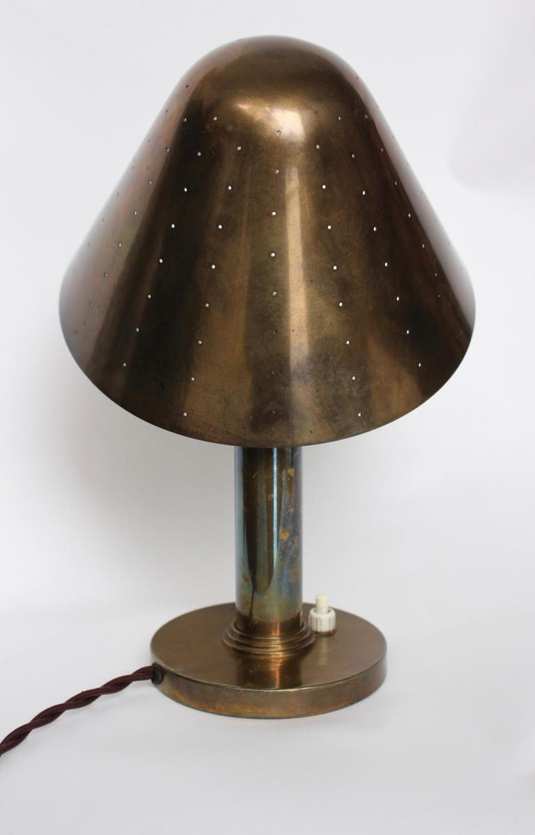Mid-Century Modern Brass Table Lamp by Carl Axel Acking Attributed, 1940s Sweden In Good Condition For Sale In Vienna, AT