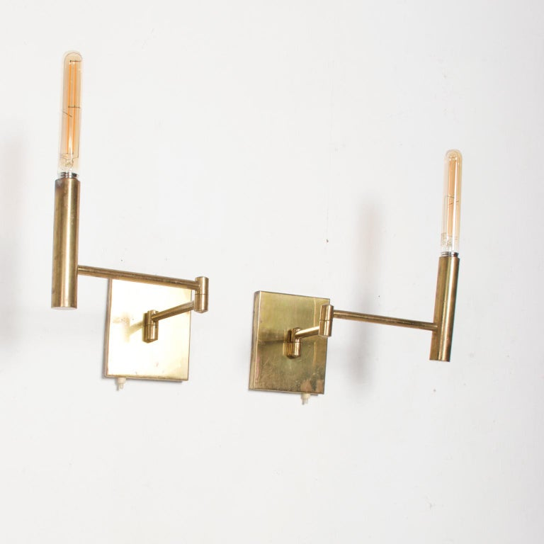 Mid-Century Modern Brass Wall Sconces, After Lightolier For Sale 1