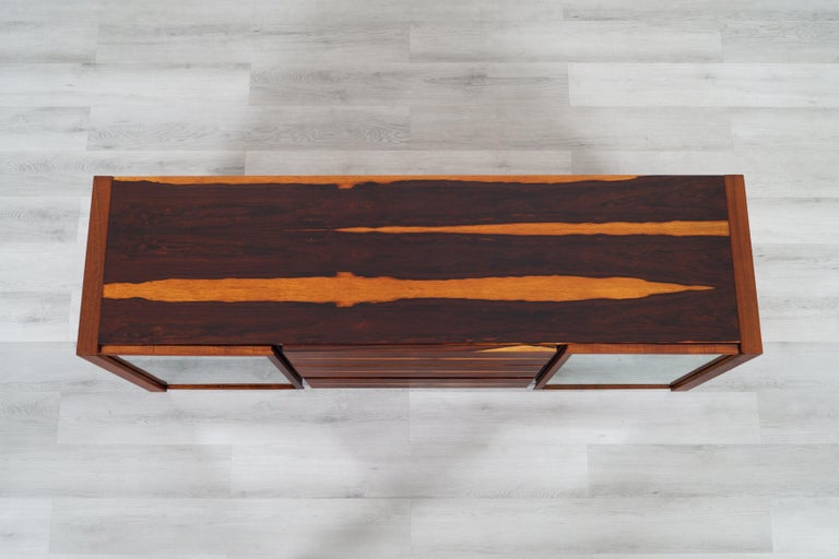 Mid-Century Modern Brazilian Rosewood Credenza For Sale 5