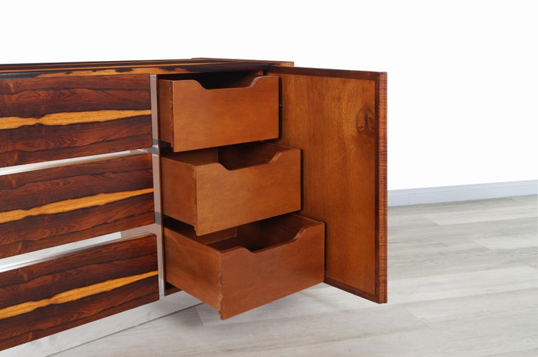 Mid-Century Modern Brazilian Rosewood Credenza For Sale 2