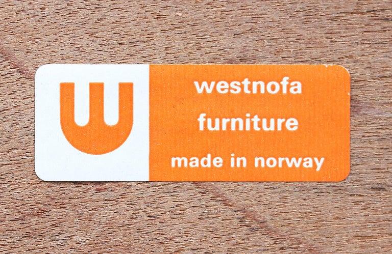 Mid-Century Modern Brazilian Rosewood Nightstands by Westnofa For Sale 4