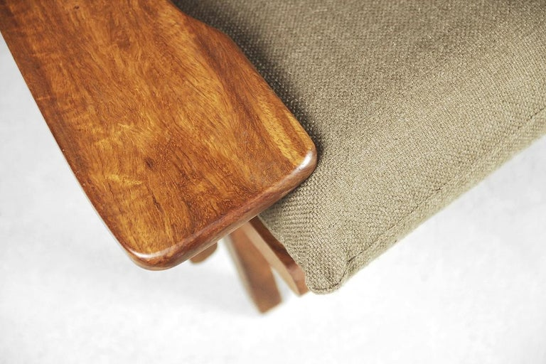 Mid-Century Modern Brazilian Zoomorphic Vintage Sofa with Headrest, 1960s For Sale 2