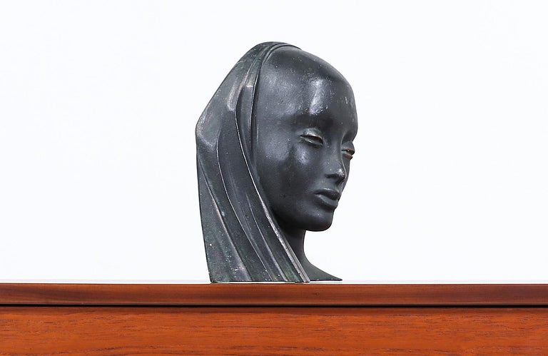 Mid-Century Modern Bronze Women Bust Sculpture In Excellent Condition For Sale In Los Angeles, CA