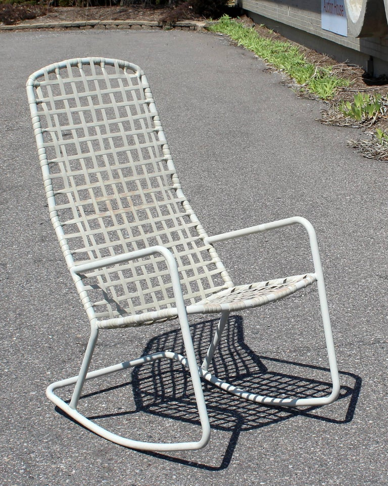 For your consideration is an outdoor patio rocking chair by Brown Jordan from the Kantan series, circa the 1960s. In excellent condition, however straps are slightly discolored. The dimensions are 21