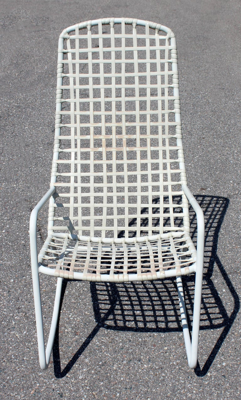 Mid-Century Modern Brown Jordan Kantan Outdoor Patio Rocker Rocking Chair, 1960s In Good Condition For Sale In Keego Harbor, MI