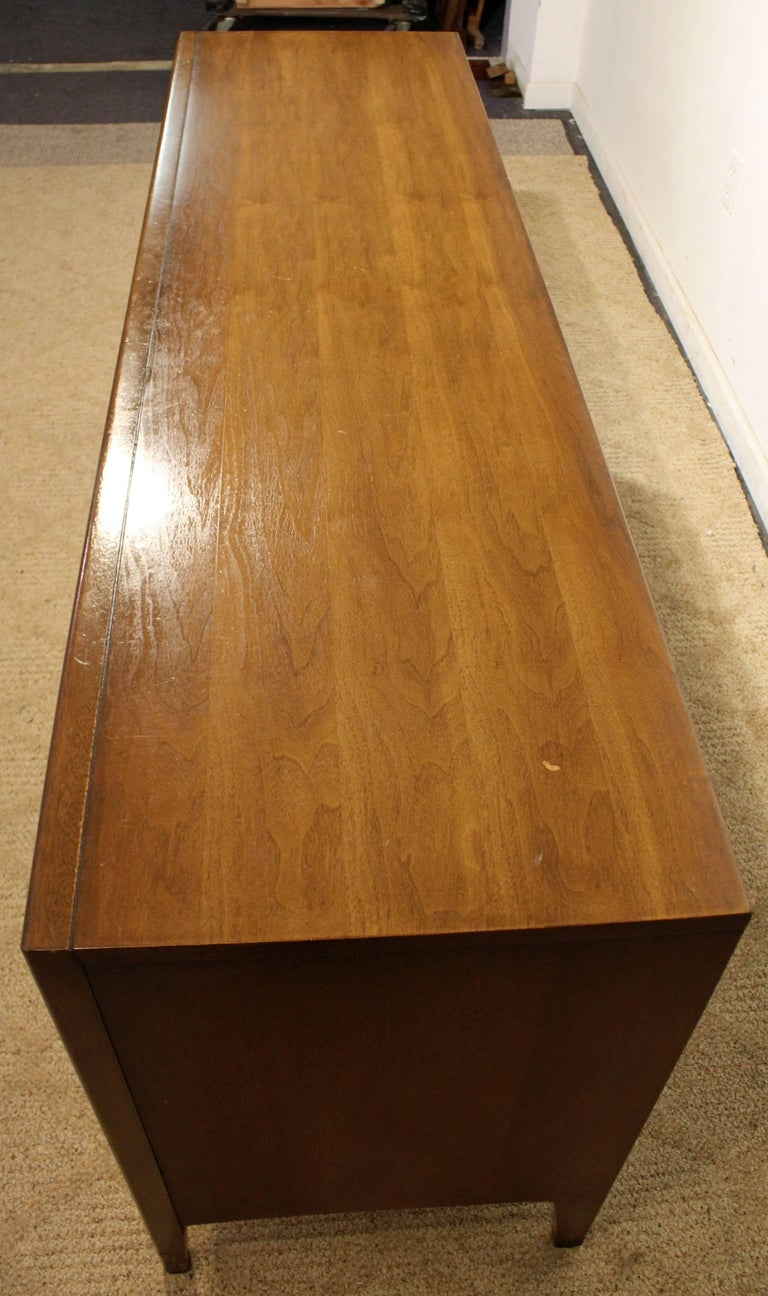 Mid-Century Modern Broyhill Emphasis Walnut Credenza In Excellent Condition For Sale In Newport, DE