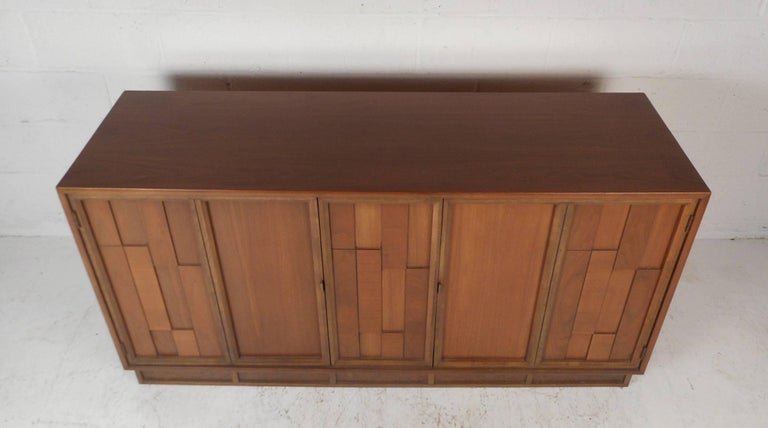 Mid-Century Modern Brutalist Front Credenza In Good Condition For Sale In Brooklyn, NY
