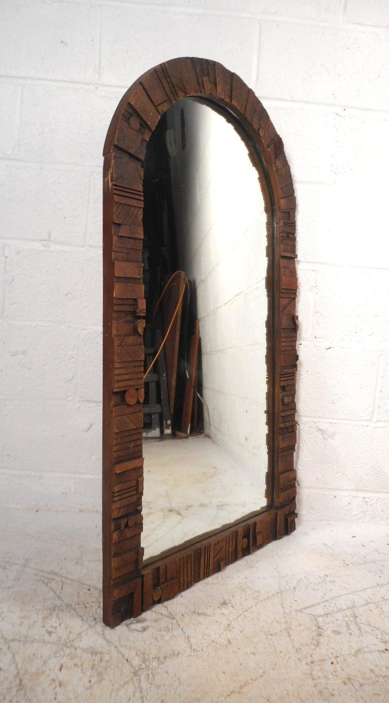 This beautiful vintage modern wall mirror features a carved Brutalist design with an arched shape top. A stylish and unique addition to any home, business, or office. In the style of Lane Furniture Co. Please confirm item location (NY or NJ).