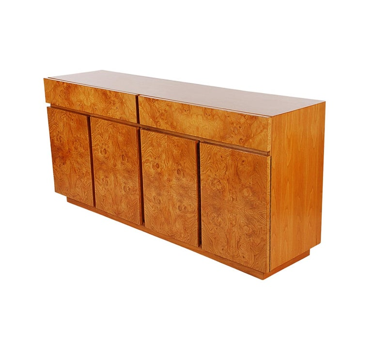 Mid-Century Modern Burl Cabinet or Credenza by Milo Baughman for Lane In Good Condition For Sale In Philadelphia, PA