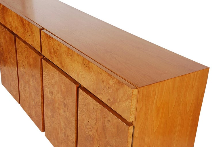 Late 20th Century Mid-Century Modern Burl Cabinet or Credenza by Milo Baughman for Lane For Sale