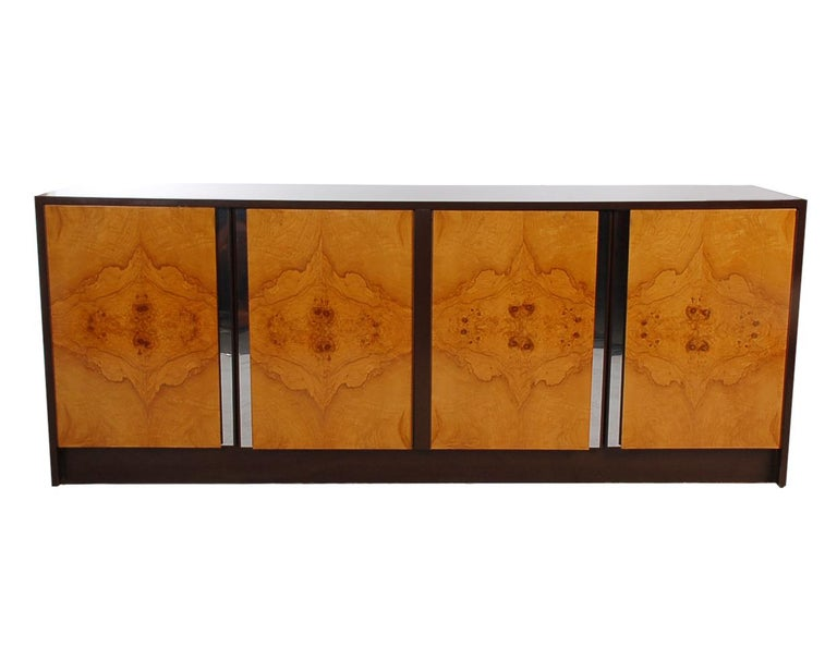 Mid-Century Modern Burl Credenza or Cabinet after Milo Baughman In Good Condition For Sale In Philadelphia, PA
