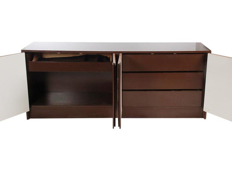 Mid-Century Modern Burl Credenza or Cabinet after Milo Baughman For Sale 1