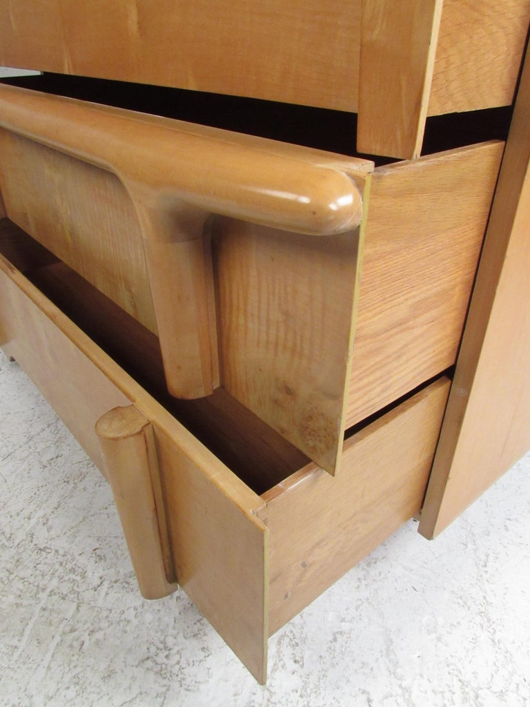Mid-Century Modern Burl Maple Bedroom Set in the Style of Heywood Wakefield For Sale 2