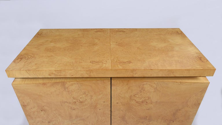 Mid-Century Modern Modern Burled Chest of Drawers For Sale