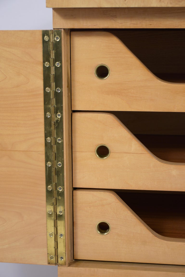 Mid-20th Century Modern Burled Chest of Drawers For Sale