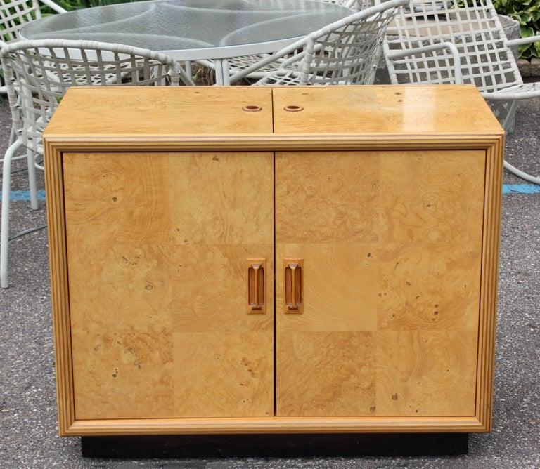 American Mid-Century Modern Burled Olive Wood Henredon Dry Bart Cart on Wheels 1970s For Sale