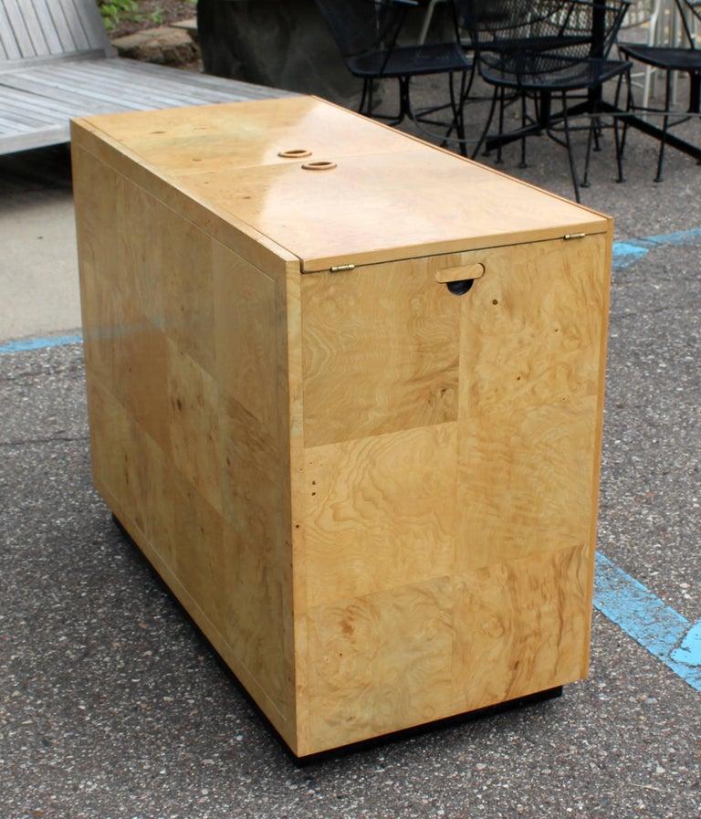 Mid-Century Modern Burled Olive Wood Henredon Dry Bart Cart on Wheels 1970s For Sale 2