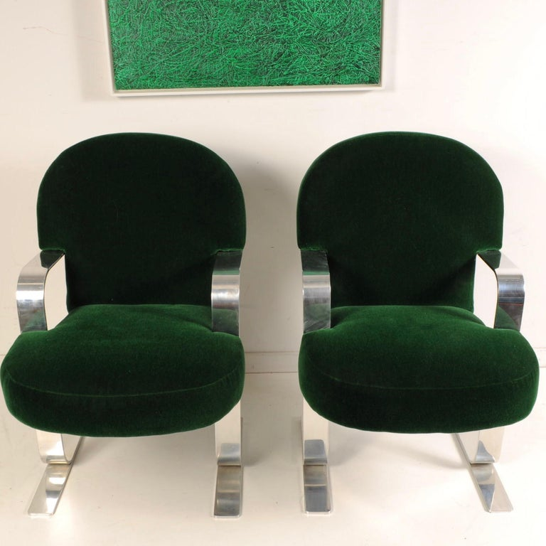 Mid-Century Modern Cantilevered Chairs In Good Condition For Sale In Darien, CT