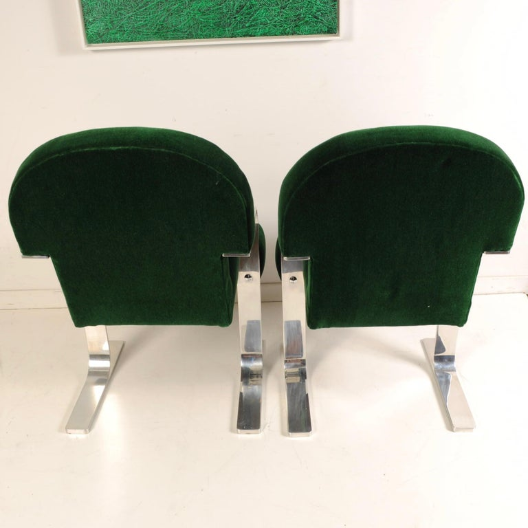 Mid-Century Modern Cantilevered Chairs For Sale 1