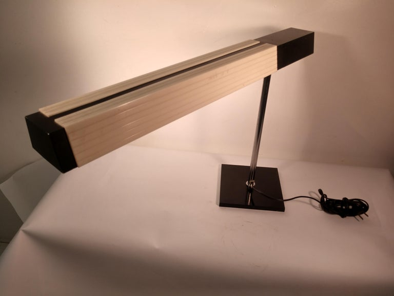 Mid-Century Modern Cantilevered Desk Table Lamp by Lightolier, Japan In Good Condition For Sale In Port Jervis, NY