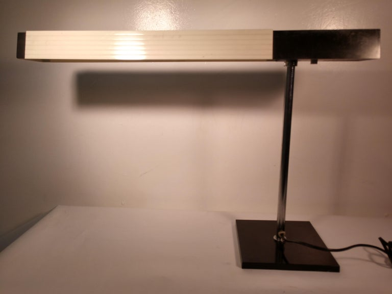 Mid-20th Century Mid-Century Modern Cantilevered Desk Table Lamp by Lightolier, Japan For Sale