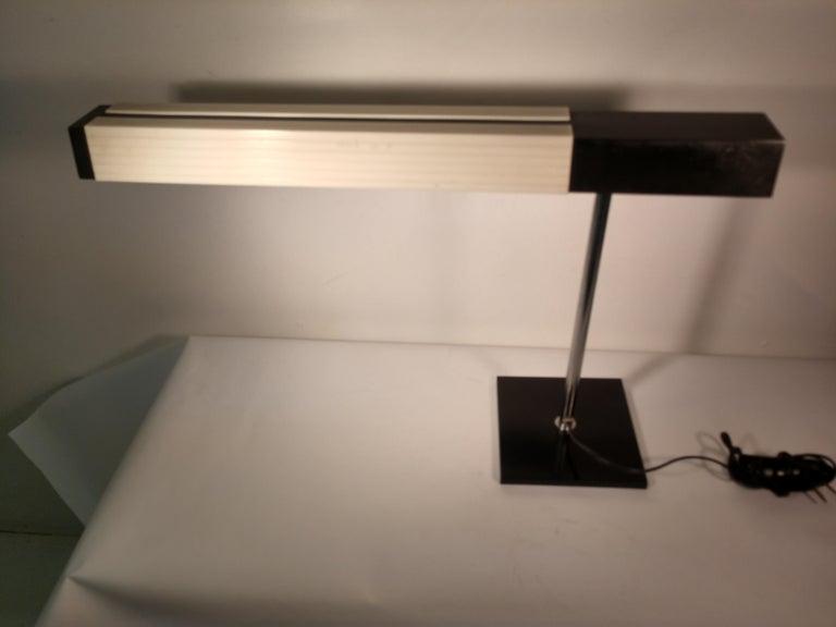 Mid-Century Modern Cantilevered Desk Table Lamp by Lightolier, Japan For Sale 1