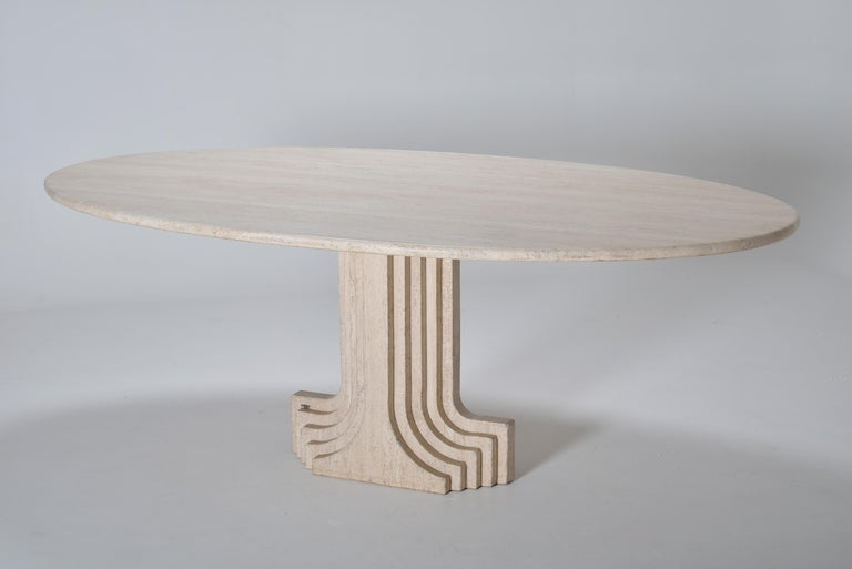 Italian Mid-Century Modern Carlo Scarpa Cream Travertine Pedestal Dining Table, 1970 For Sale