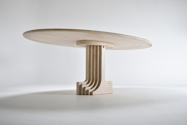 Late 20th Century Mid-Century Modern Carlo Scarpa Cream Travertine Pedestal Dining Table, 1970 For Sale