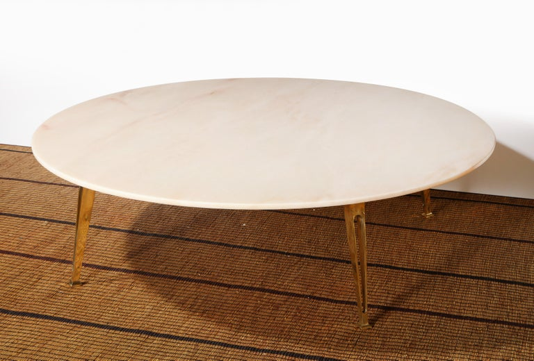20th Century Mid-Century Modern Carrara Marble and Brass Round Coffee Table, Italy, 1950s For Sale
